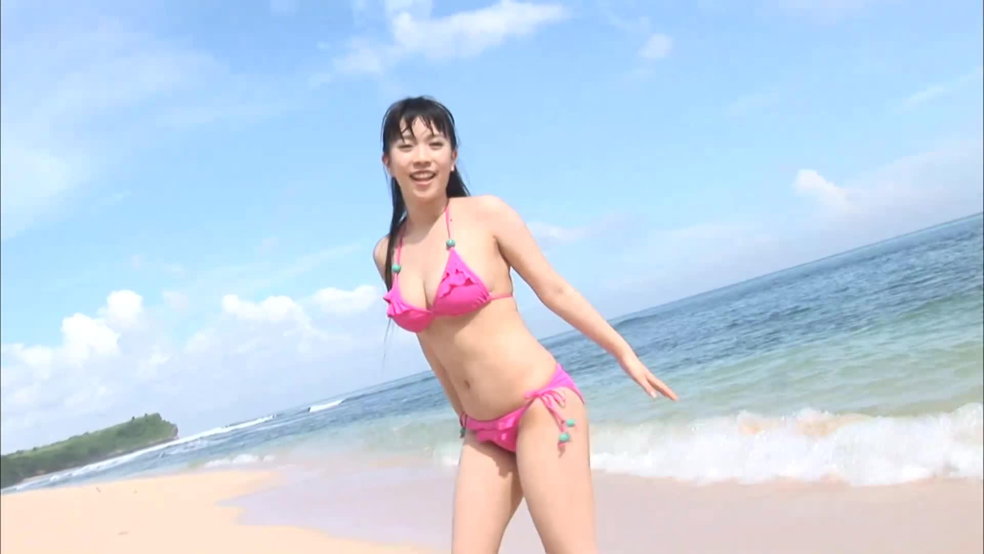 【三田寺理紗 Risa Mitadera】クリクリおめめがなんとも印象的な理紗ちゃんがマシュマロのような柔らかボディーを抱きしめたい